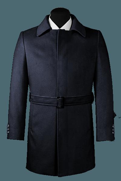 Blauer Mantel mit Gürtel